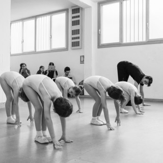 Bambini a un corso di danza